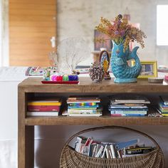 This house has colorful objects, rustic textures and precious memories... See and get inspired! (in Portuguese)