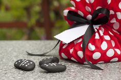 DIY kids games - How to make dominoes from pebbles