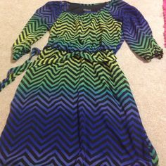 Chevron dress Dress is in excellent condition. Has a matching tie belt with it. Quarter length sleeve with a slit in them. Dresses