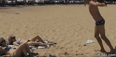 Beach Prank GIF - www.gifsec.com
