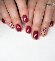 Fall Leaf Nail Art Designs - Fall leaves on nails right now are super-trendy. We searching for 150 best examples. Be ready to get inspiration! Matte Nails, Glitter Nails, Acrylic Nails, Long Gel Nails, Short Nails, Nail Effects, Beautiful Nail Designs, Perfect Nails, Leaf Design