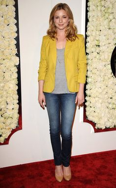 (Emily Vancamp) from revenge - bold colour blazer makes something ordinary pretty cute