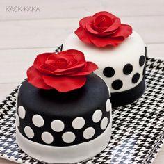 Black, White & Red Mini Cakes Gorgeous Cakes, Pretty Cakes, Amazing Cakes, Fondant Cakes, Cupcake Cakes, Mini Wedding Cakes, Custom Cupcakes, Cake Business, Edible Cake