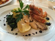 Bream and prawn main course at La Valle Trattoria, Munich. Review on the blog, link in the bio
