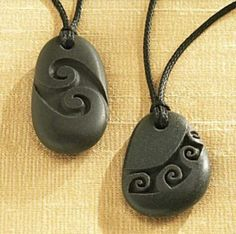 Maori Stone Jewelry - carved rock pendants - summer necklace for girl or guy - unisex - grey river rock jewelry National Geographic Store Ceramic Jewelry, Wooden Jewelry, Polymer Clay Jewelry, Stone Crafts, Rock Crafts, Rock Jewelry, Stone Jewelry, Jewellery, Beaded Jewelry