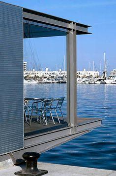 VIA 02p-022. Muelle y edificio de servicios en el puerto de Alicante