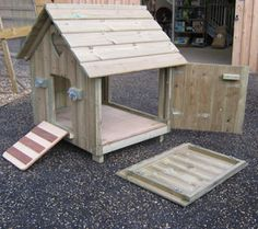 I would make 3 duck houses like this attached together to separate mothers & chicks for first few weeks from the other birds. Also, if keeping Muscovy ducks, they like to perch on roosts as chickens do. Peking ducks like to sit on floor level. Backyard Ducks, Backyard Farming, Chickens Backyard, Backyard Ideas, Raising Ducks, Raising Chickens, Duck House Plans, Duck Pens, Duck Duck