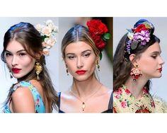 Os acessórios de cabeça como arranjo de flores coroas e fivelas aparecem com frequências nos desfiles. Fizemos uma seleção de alguns incríveis para você se inspirar neste Carnaval. Veja em marieclaire.globo.com ou baixe nosso app #LinkNaBio.  via MARIE CLAIRE BRASIL MAGAZINE OFFICIAL INSTAGRAM - Celebrity  Fashion  Haute Couture  Advertising  Culture  Beauty  Editorial Photography  Magazine Covers  Supermodels  Runway Models