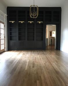 Home Decoration Light Wall of built ins with door (accent wall colour).Home Decoration Light Wall of built ins with door (accent wall colour) Black Bookshelf, Bookshelves Built In, Built Ins, Bookcases, Floor To Ceiling Bookshelves, Bookcase Shelves, Book Shelves, Shelving, Magnolia Homes