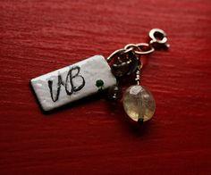 VB+a+juraj+:-)+Cedulička+VB+z+masivního+stříbra,+ozdobená+broušeným+prehnitem+a+labradoritky...++Juraj,jako+Tereza+:-)++Vše+zavěšeno+na+pérkových+karabinkách...
