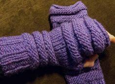 Auch an kalten Tagen will man warme Finger haben und diese Stulpen halten schön muckelig warm. Und wenn es ganz hart kommt, kann man sie auch noch über die Finger lang ziehen, damit diese auch warm…