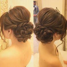 いいね!372件、コメント3件 ― Rie Kobayashi hair&makeさん(@rie0393)のInstagramアカウント: 「大きめティアラに合わせた ボリュームいっぱいのツイストシニヨンスタイル。 ツヤ感と手ぐし感と束感。 いいバランスで上品にナチュラルに。 Produced by…」 Evening Hairstyles, Bride Hairstyles, Pretty Hairstyles, Hair Inspiration, Wedding Inspiration, Hairdo Wedding, Bridal Hair, My Hair, Curly Hair Styles