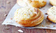 Dallaspullat | Kotivinkki Finnish Recipes, Yeast Bread, Home Food, Something Sweet, Baking Recipes, Sweet Treats, Deserts, Yummy Food, Sweets
