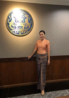 Myanmar Traditional Dress, Thai Traditional Dress, Traditional Outfits, Batik Fashion, Tribal Fashion, Model Dress Kebaya, Thailand Fashion, Myanmar Dress Design, Thai Fashion