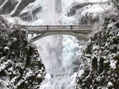 When Jack Frost gets his hands on America's natural wonders it makes for some pretty awe-inspiring sights. Check out these most impressive frozen scenery.