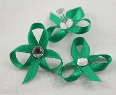 How to make shamrocks out of ribbon: a quick and easy #tutorial for St. Patrick's Day.  #craft