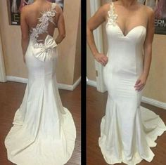 Love this wedding dress ♥