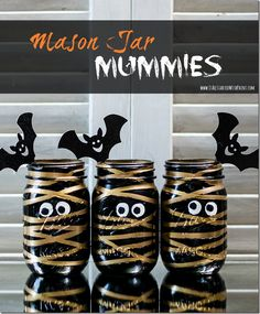 Halloween craft idea with mason jars: Mummy Mason Jars. Includes detailed instructions with pictures of how to make your own centerpiece for Halloween party. Halloween Mason Jars, Holidays Halloween, Spooky Halloween, Halloween Crafts, Halloween Pumpkins, Halloween Ideas, Halloween 2017, Pot Mason, Mason Jar Crafts