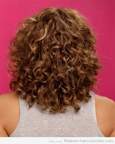 Medium Curly Hairstyles for Round Faces (3)