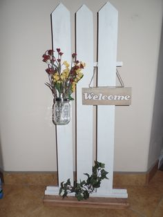 Free standing welcome sign with mason jar