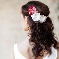 Blumen im Haar.