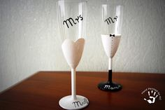 Kieliszki na ślub ręczniemalowane #ręczniemalowane #handpainted #kieliszki #kieliszkidoszampana #panimłoda #panmłody #pannamłoda #mrs #mr #prezent #pomsły #inspiracje #newlywedds #wedding #gift #ideas