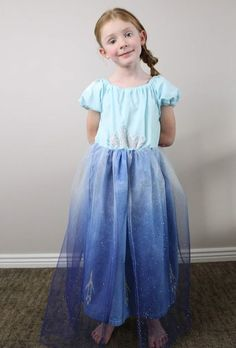 Grab this free pattern and learn how to make a queen Elsa costume for your little preschooler or toddler. Dress Up Outfits, Dress Up Costumes, Diy Dress, Princess Anna Dress, Peasant Dress Patterns, Fall Sewing, Queen Outfit, How To Make Skirt, Bodice Top