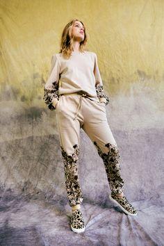 Nicole Miller Pre-Fall 2021 Collection - Vogue Sport Fashion, Fashion 2020, Boho Fashion, Womens Fashion, Fashion Trends, Nicole Miller, Vogue Paris, France Outfits, Vogue Russia