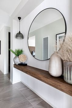 Entrance with large round mirror - With a floating wooden shelf, perfect .- Entrance with large round mirror – With a floating wooden shelf, perfect for narrow corridors! Narrow Entryway, Entryway Mirror, Entryway Decor, Narrow Hallways, Table Mirror, Entryway Ideas, Narrow Hallway Decorating, Modern Entryway, Hallway Ideas Entrance Narrow
