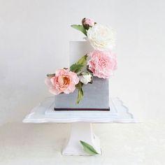 18 изумительных свадебных тортов, украшенных живыми цветами