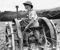 War Britain - Womans Land Army - Wla - Farming - 1944 This Land Girl Ploughing A Field In Southern England Is Wearing A Tin Stock Photo Vintage Tractors, Old Tractors, Old Photos, Vintage Photos, Women's Land Army, Heritage Railway, Land Girls, Rare Pictures, Working Woman