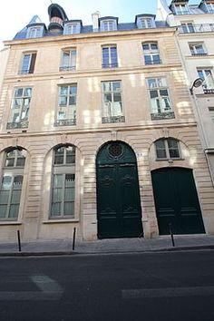 Hôtel Dodun (1727) 21, rue de Richelieu et 10, rue Molière Paris 75001. Architecte : Jean-Baptiste Bullet de Chamblain. Façade sur la rue de Richelieu.