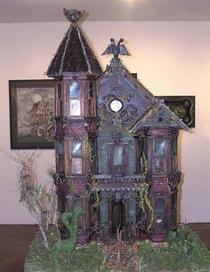 I have two old dollhouses my father made for my mother and I when she was still alive.  I soooooo want to do this to mine, and decorate hers with a Christmas theme......sigh....