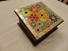 Caixinha de chá feita em mosaico de pastilhas de vidro !