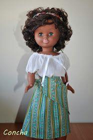 """Este es el último tutorial de este verano. Se trata del conjunto """"Mayo"""". El conjunto consta de falda, pañuelo anudado a la cintura y ... Vestidos Nancy, Nancy Doll, Doll Clothes, Flower Girl Dresses, Glamour, Dolls, Wedding Dresses, How To Make, Mayo"""