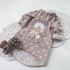 Love that it's lined with lace! Baby Doll Clothes, Barbie Clothes, Doll Wardrobe, Doll Tutorial, Cute Outfits For Kids, Diy Doll, Blythe Dolls, Kids Wear, Baby Dress