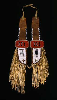 Overall length: 31 in, width: in, pendant length: in, pendant width: in. Buffalo Bill Center of West. Native American Horses, American Indians, Horse Gear, Horse Tack, Indian Horses, Art Articles, Indian Artifacts, Bead Loom Bracelets, Horse Saddles