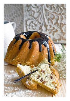 Semolina bundt cake