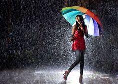 El outfit ideal para días lluviosos >> http://fashion.linio.com.ve/tendencias/el-outfit-perfecto-para-sobrevivir-a-la-lluvia/
