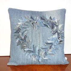 Housse de coussin en patchwork jeans recyclé, coeur saint-valentin