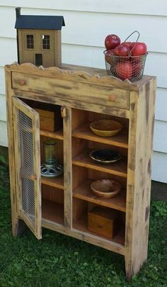 Who says pallet furniture can't be beautiful? cute little hutch