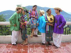 Trajes tipicos de mujeres y hombres Izalquenos de El Salvador.