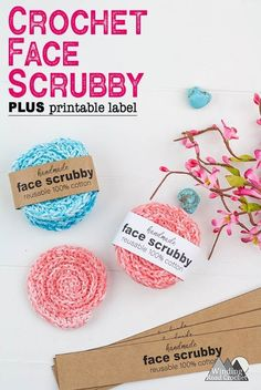 How To Crochet Face Scrubbies: Free Pattern To Love A crochet face scrubby is a quick and easy crochet project for women. Make up a bunch of reusable cotton face scrubbies. These scrubbies make a perfect diy spa gift. Printable labels available. Easy Crochet Projects, Crochet Patterns For Beginners, Crochet Crafts, Crotchet Patterns, Diy Projects, Quick Crochet Gifts, Free Crochet, Crochet Gift Ideas For Women, Crochet Cozy