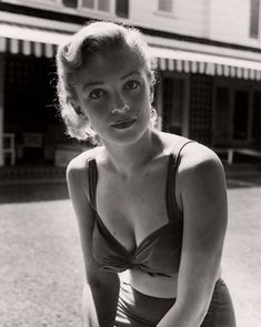 Marilyn Monroe was an American actress, model, and singer, who became a major sex symbol, starring in a number of commercially successful motion. Divas, Classic Hollywood, Old Hollywood, Marilyn Monroe Fotos, Pin Up, Cinema Tv, Actrices Hollywood, Poses, Norma Jeane