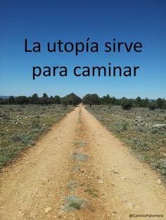 La utopía está en el horizonte. Camino dos pasos, ella se aleja dos pasos y el horizonte se corre diez pasos más allá. ¿Entonces para que sirve la utopía? Para eso, sirve para caminar. Eduardo Galeano