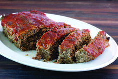 Melt in Your Mouth meatloaf and gravy recipe best Browse our recipe selection. Meatloaf Gravy Recipe, Traditional Meatloaf Recipes, Best Meatloaf, Betty Crocker, Meals For The Week, Ground Beef, Crockpot, Delish, Bacon