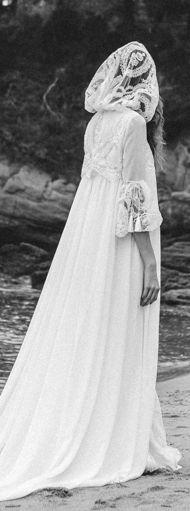 Me he enamorado a primera vista de este maravilloso vestido, bata de novia. Lo encontraréis en http://bouret.es/ en la preciosa nueva colección H a l o p h i l a. ºxº