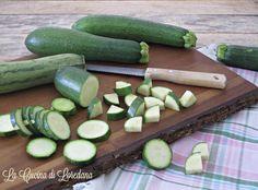 Oggi vi svelo quattro semplici modi su Come conservare le Zucchine per tutto l'inverno e poterle utilizzare per preparare tante buone ricette