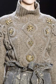 Badgley Mischka at New York Fashion Week Fall 2019 - Details Runway Photos Knitwear Fashion, Knit Fashion, High Fashion, Winter Fashion, Fashion Outfits, Womens Fashion, Fashion Trends, Fall Knitting, Knitting Designs