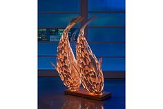 神々しい、光る魚の彫刻   roomie(ルーミー)